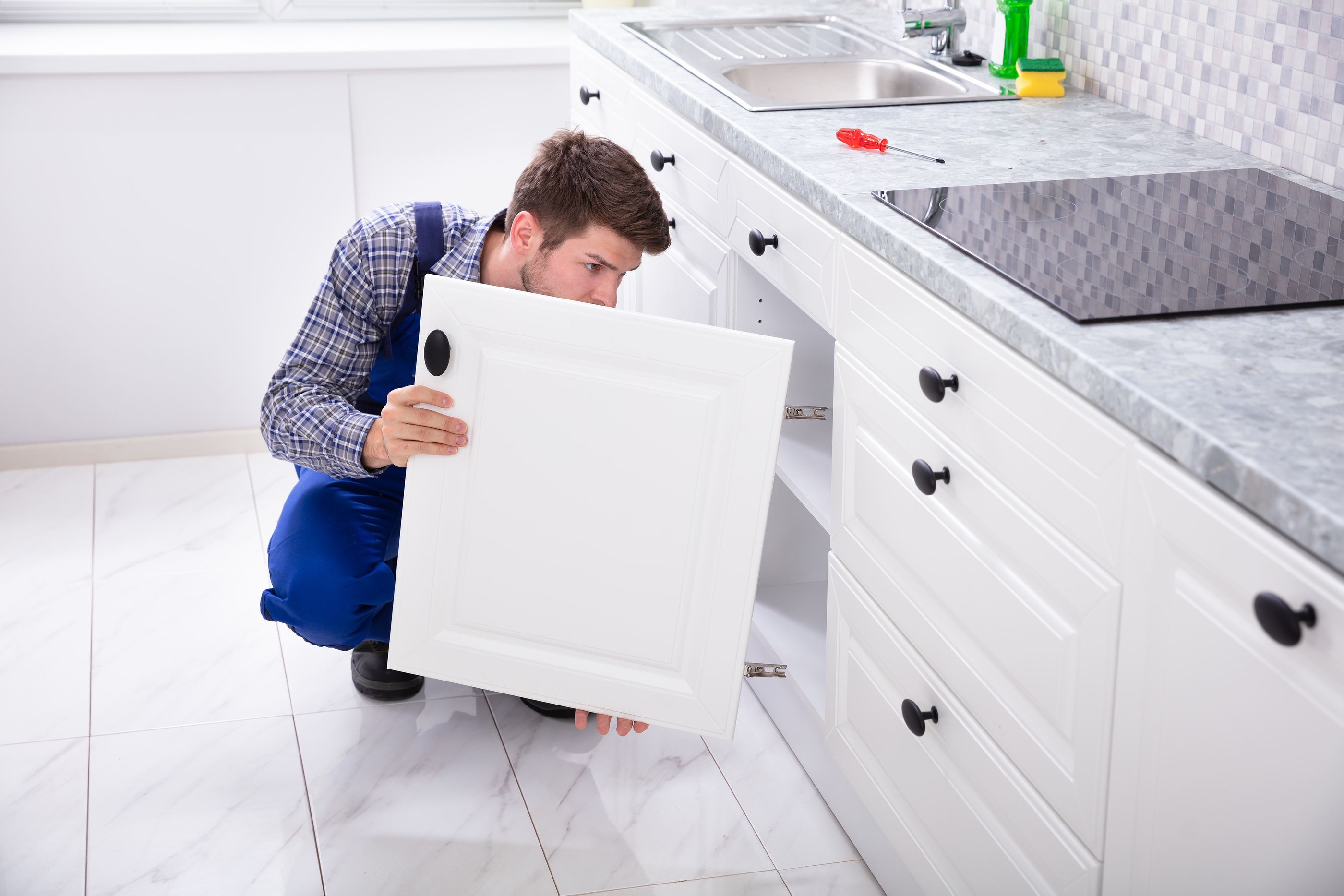 5 Signs That You Need to Replace Your Kitchen Cabinet Doors